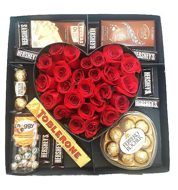 corazon de rosas con chocolates irania floristeria bogota