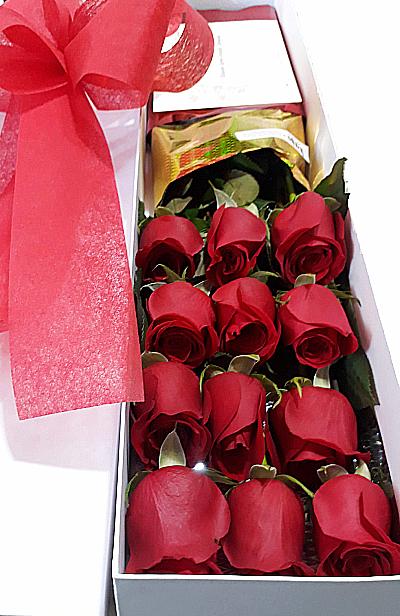12 rosas en caja, irania floristeria bogota