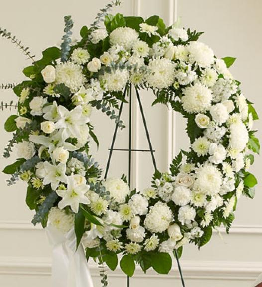 fúnebre corona en flores blancas
