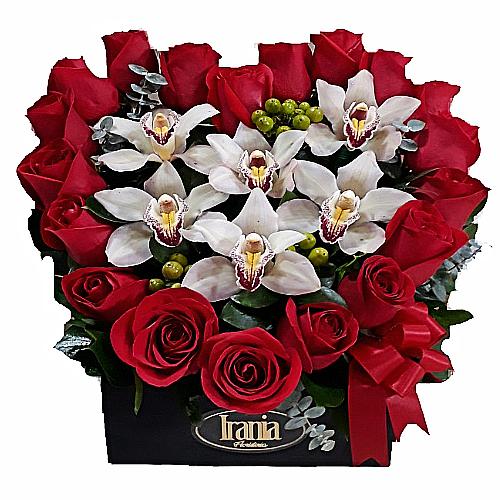 corazon con rosas rojas, irania floristería