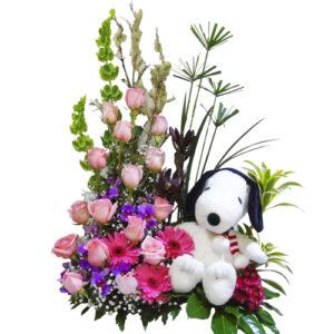 Arreglo floral de 15 años con snopy.