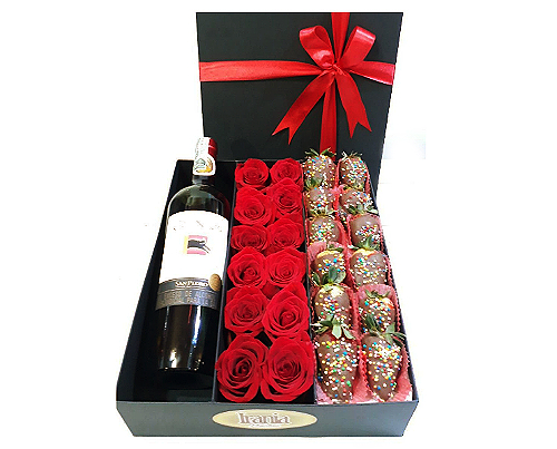 caja de 12 rosas con vino y fresas bañadas en chocolateirania floristeria bogota